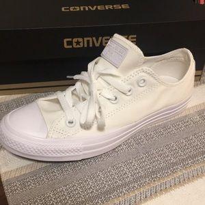 *NEW* All white converse